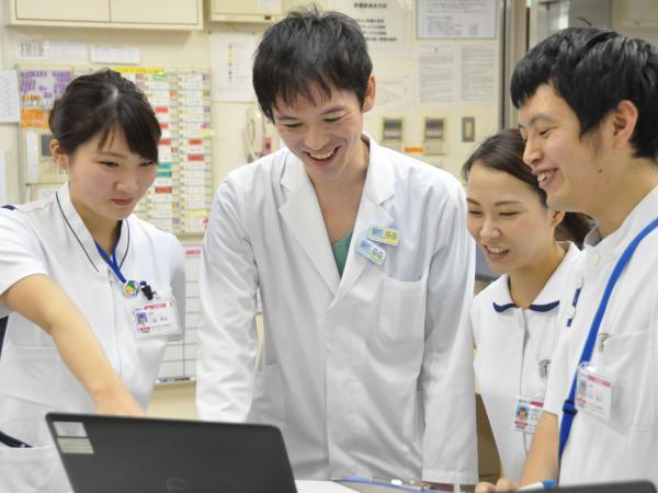 済生会栗橋病院では12時間夜勤を導入し、心身共に健康に働ける環境を整えています